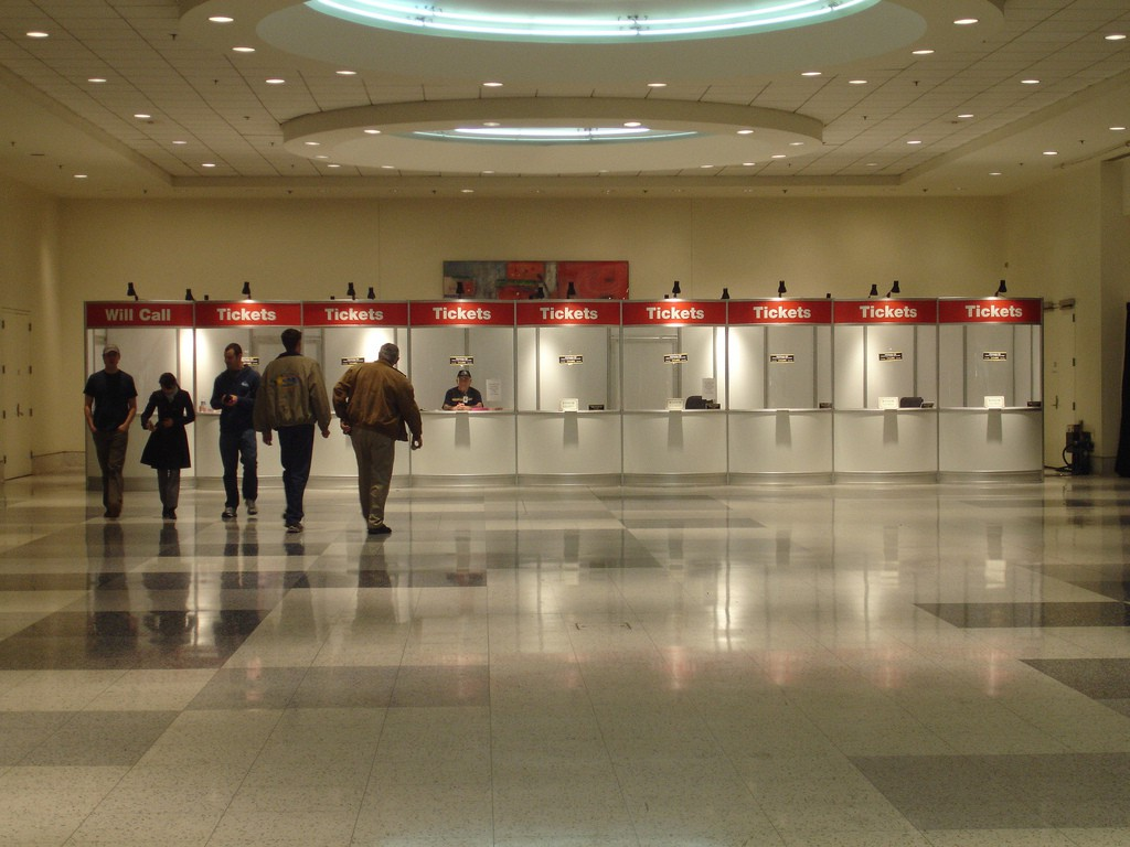 Photo of a quiet ticket hall with lots of empty sales positions